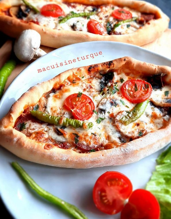 pizzas, pide turques